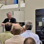 Dr. Piegert erklärt Produkte von Mikromat für den Vertrieb in Russland
